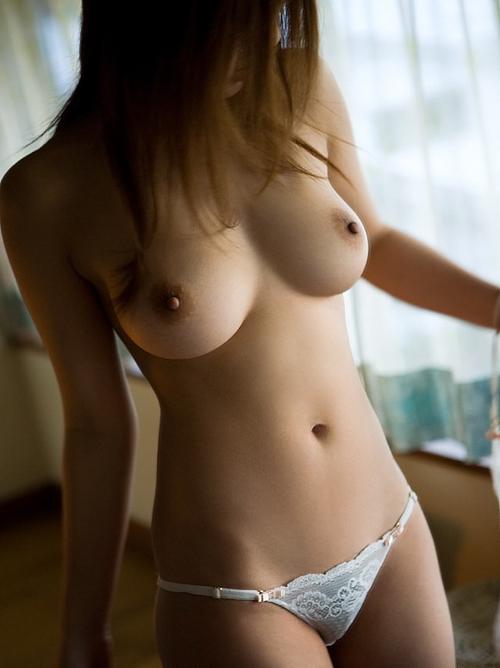 ワロタwwwマンガかよっ!峰不二子以上のくびれ巨乳画像wwwこんなエロい身体の女って実在するんだなwww