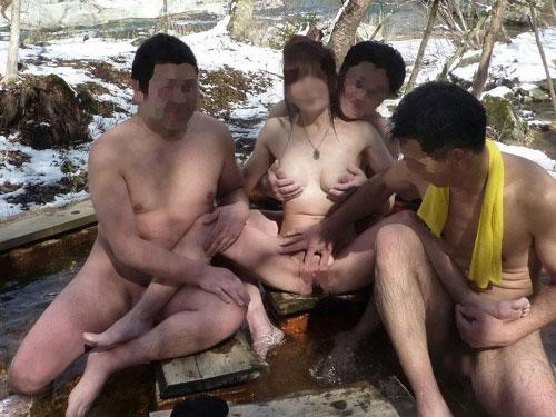 【素人露出】混浴でも堂々と全裸を晒す露出狂のお姉さんwww