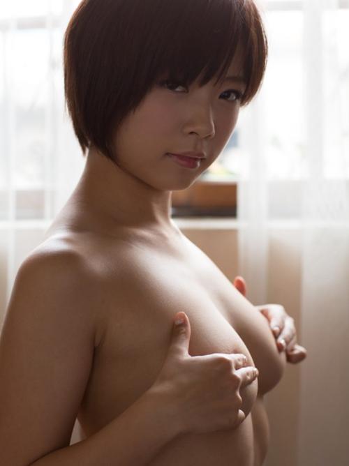 【おっぱい エロ画像】巨乳から手ブラまで!プロの美乳が定番の安定エロwww