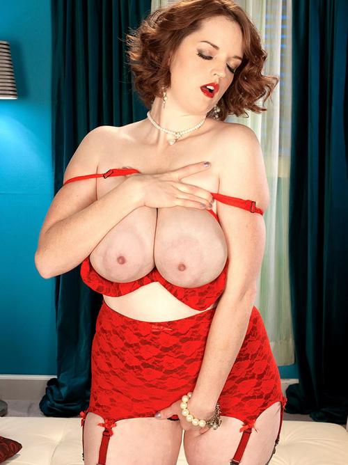 丸くてバカでかい乳の迫力ハンパないww 勃起乳首もエロいBBW(大きくて美しい女)www