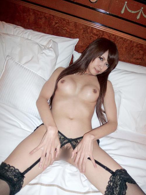 瞳りん モデル級な美脚のAV女優画像