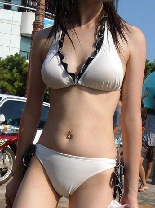 【水着注意】 ビキニ着た素人ギャルの眩し過ぎる水着姿を見て夏を乗り切るスレwwwwwwwwwwwwwww