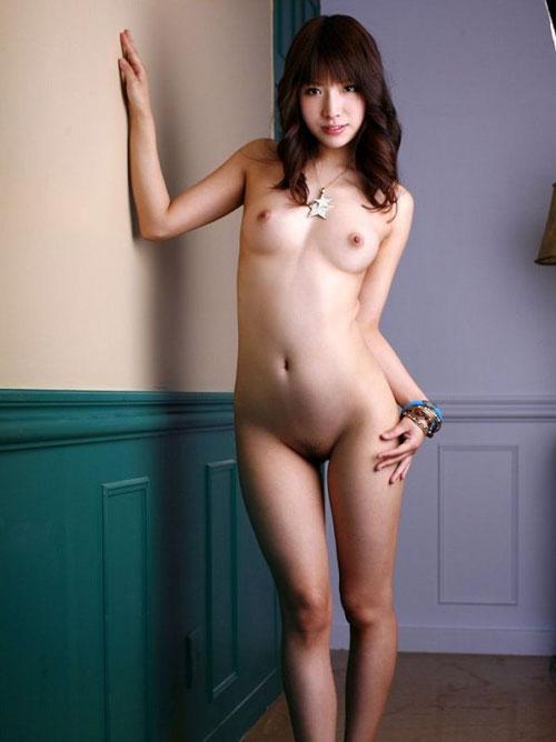 ブラもパンティも脱いでしまった全裸女のエロすぎるボディがくっそ抜ける三次元エロ画像まとめ その7