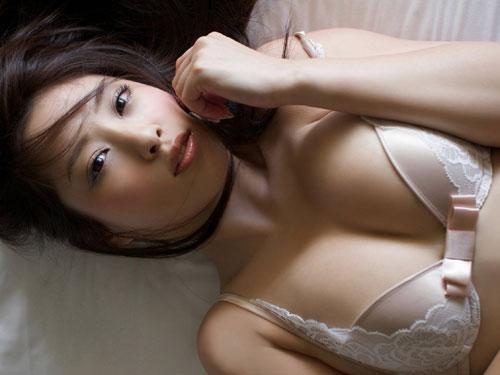 野田彩加 ハイレグが股間に食い込むセクシー水着のおっぱい♪ #エロ画像