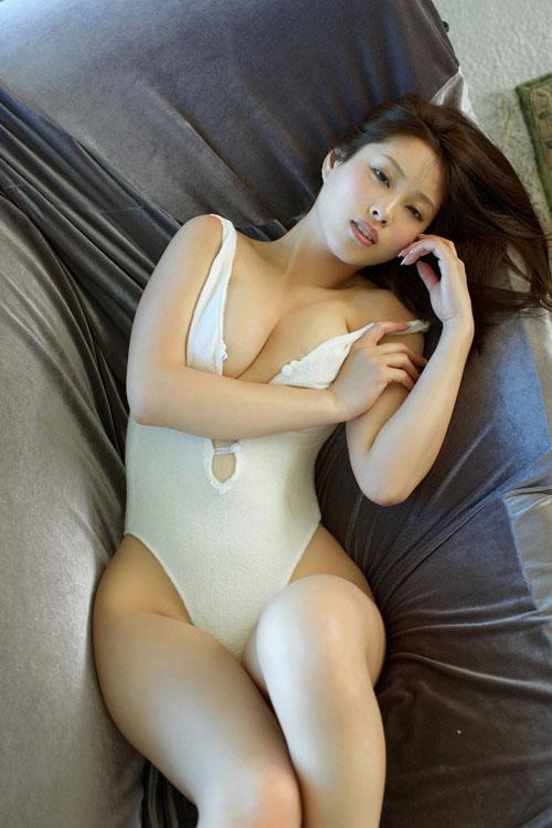 野田彩加のハイレグ濡彩おっぱい21