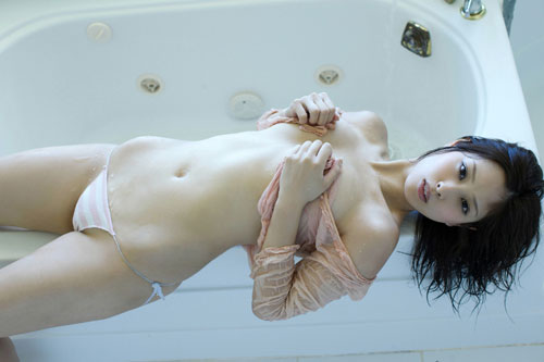 野田彩加のハイレグ濡彩おっぱい32
