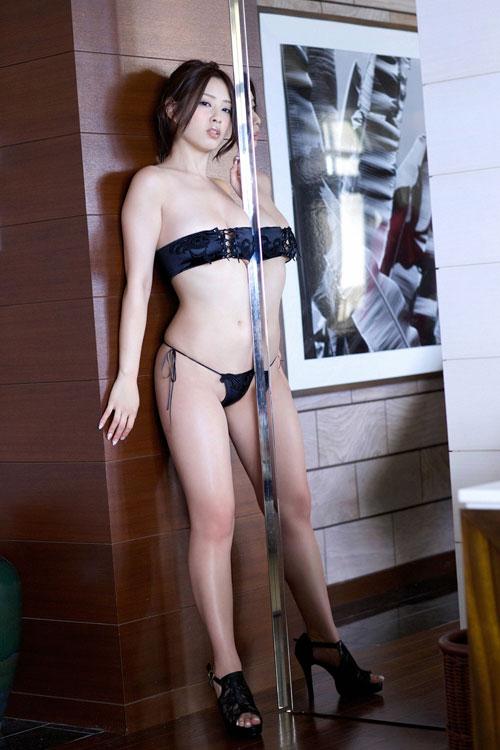野田彩加のハイレグ濡彩おっぱい48