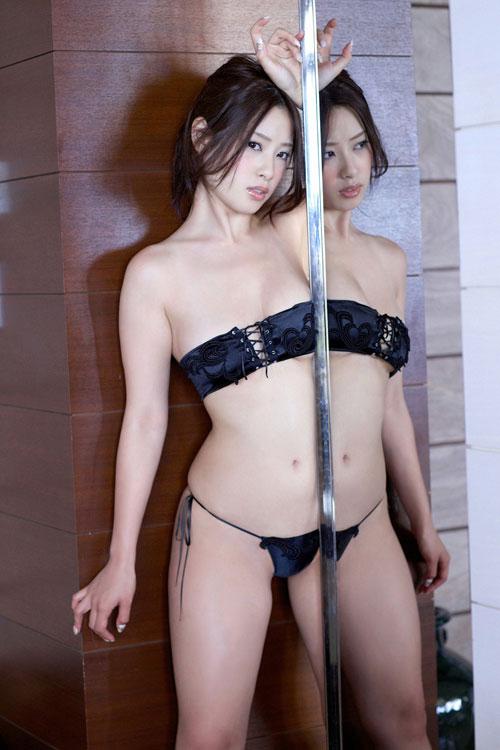 野田彩加のハイレグ濡彩おっぱい49