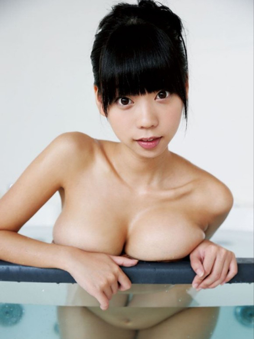 【青山ひかる】ぷるるん巨乳おっぱい水着画像ビキニ爆乳マン筋下乳動画