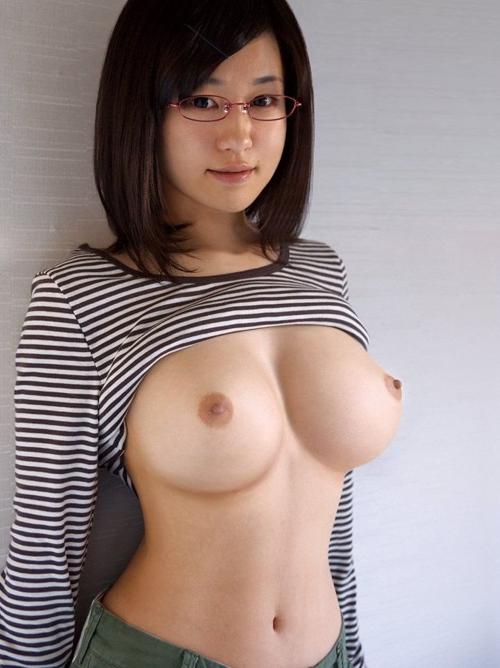 童顔な萌えっ娘から驚くギャップの美巨乳おっぱい出されて即SEX申込み