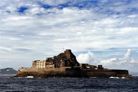 「軍艦島」として知られる旧端島炭坑