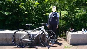 荒川大麻生公園で記念写真、直立不動^^;