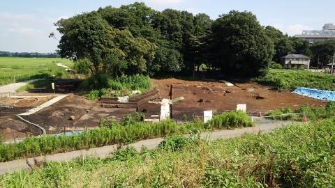 西部環境センターの土手の下は民家だった気がしますが、遺跡発掘中になっていた!