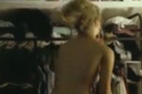 テリーサ・パーマー 服を脱いでセミヌード公開