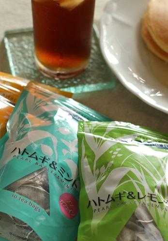 桃のパンケーキとレモングラスのハトムギ茶1