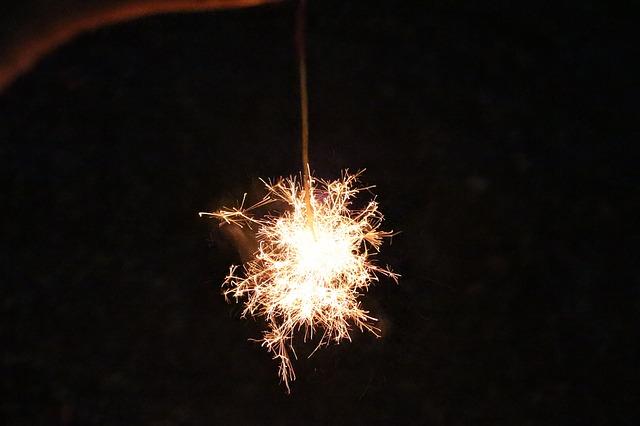 sparkler-183363_640.jpg