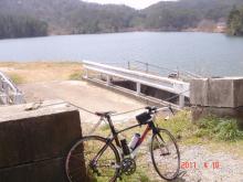 突然にプチメタライダーのサイクリング日記-湯坂峠を下ったら名もなき池が