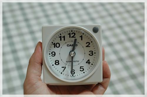 小さい電波時計