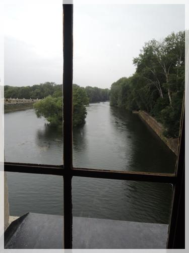 川の上のお城