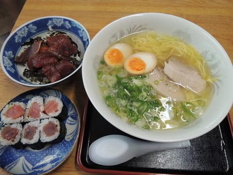 塩ラーメン(700円)+まぐろ丼(500円)+鉄火巻(300円)