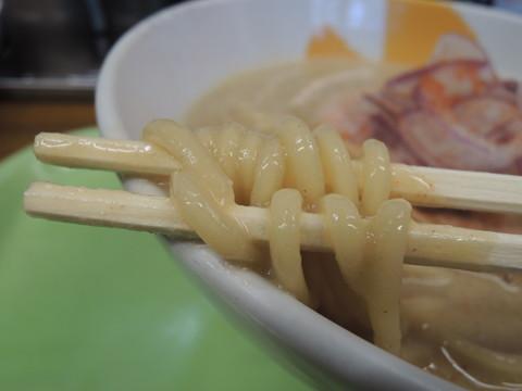 豚10ラーメンの麺