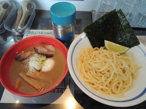 豚骨塩つけ麺(1080円)