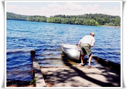 湖で釣りに