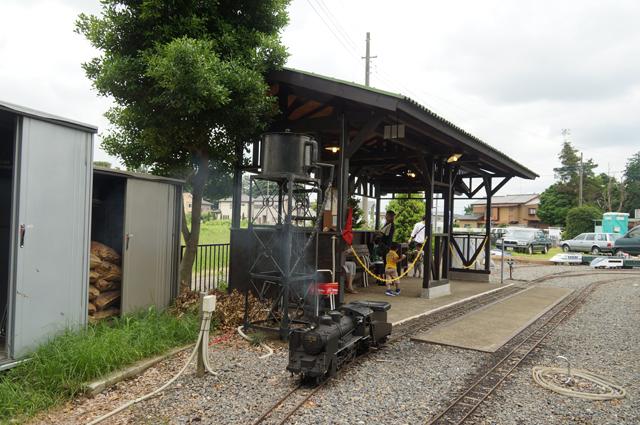とある駅に駐機するC56