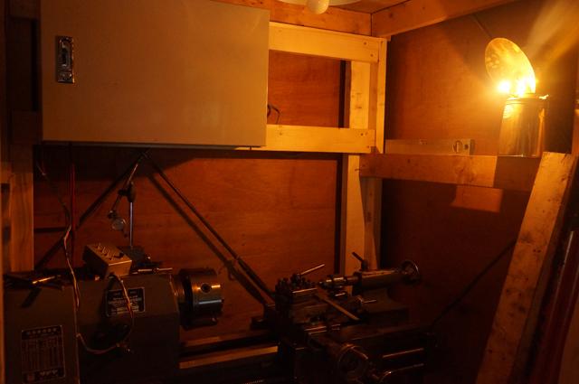 カーバイトランプでタテヤ旋盤を照らす