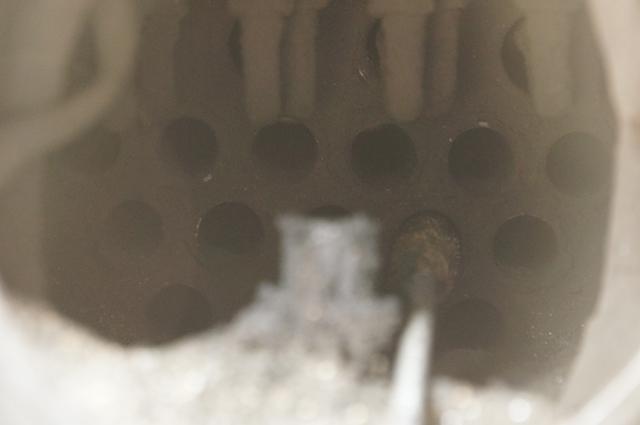 煙管の掃除。チューブ突き。念入りに