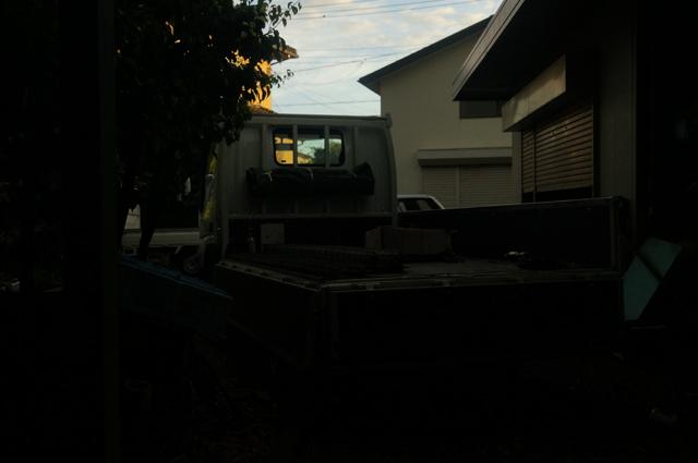 早朝、日の出頃の積込風景