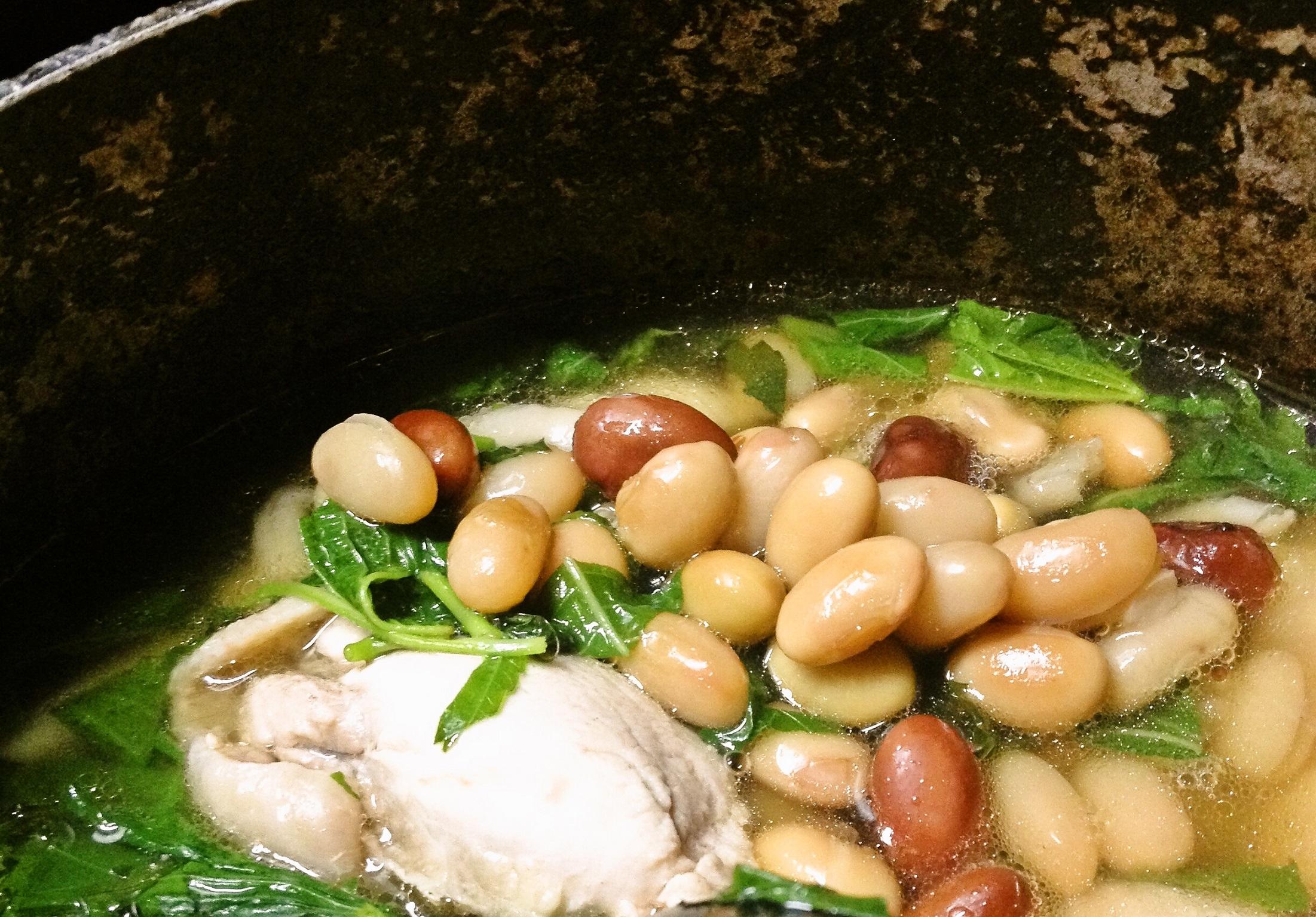 鶏肩肉と豆のスープ