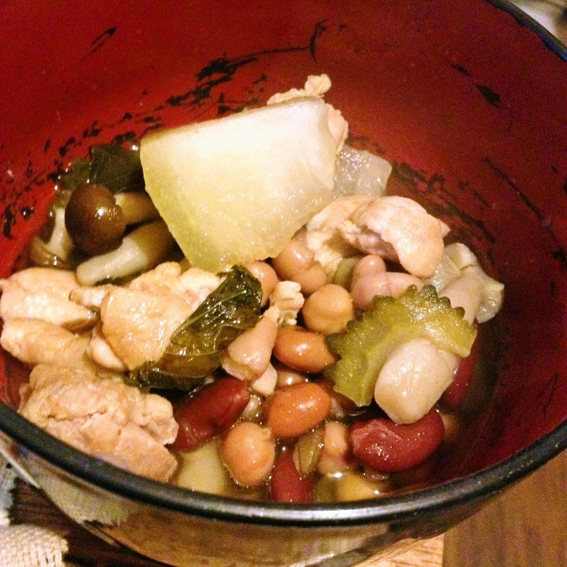 豆と鶏肉のスープ