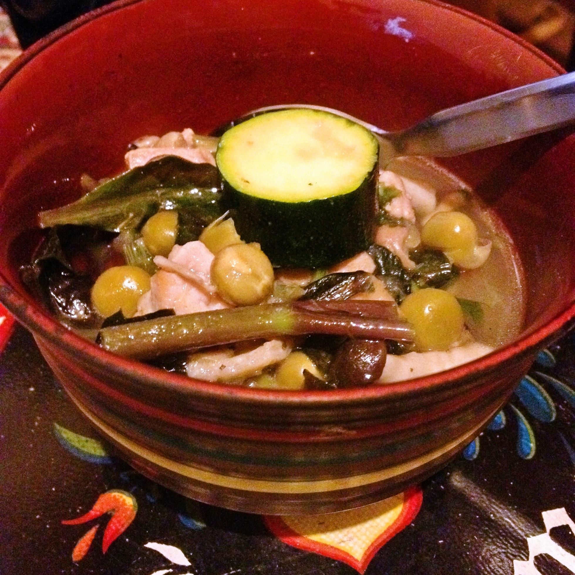 鶏と豆となんやかやのスープ