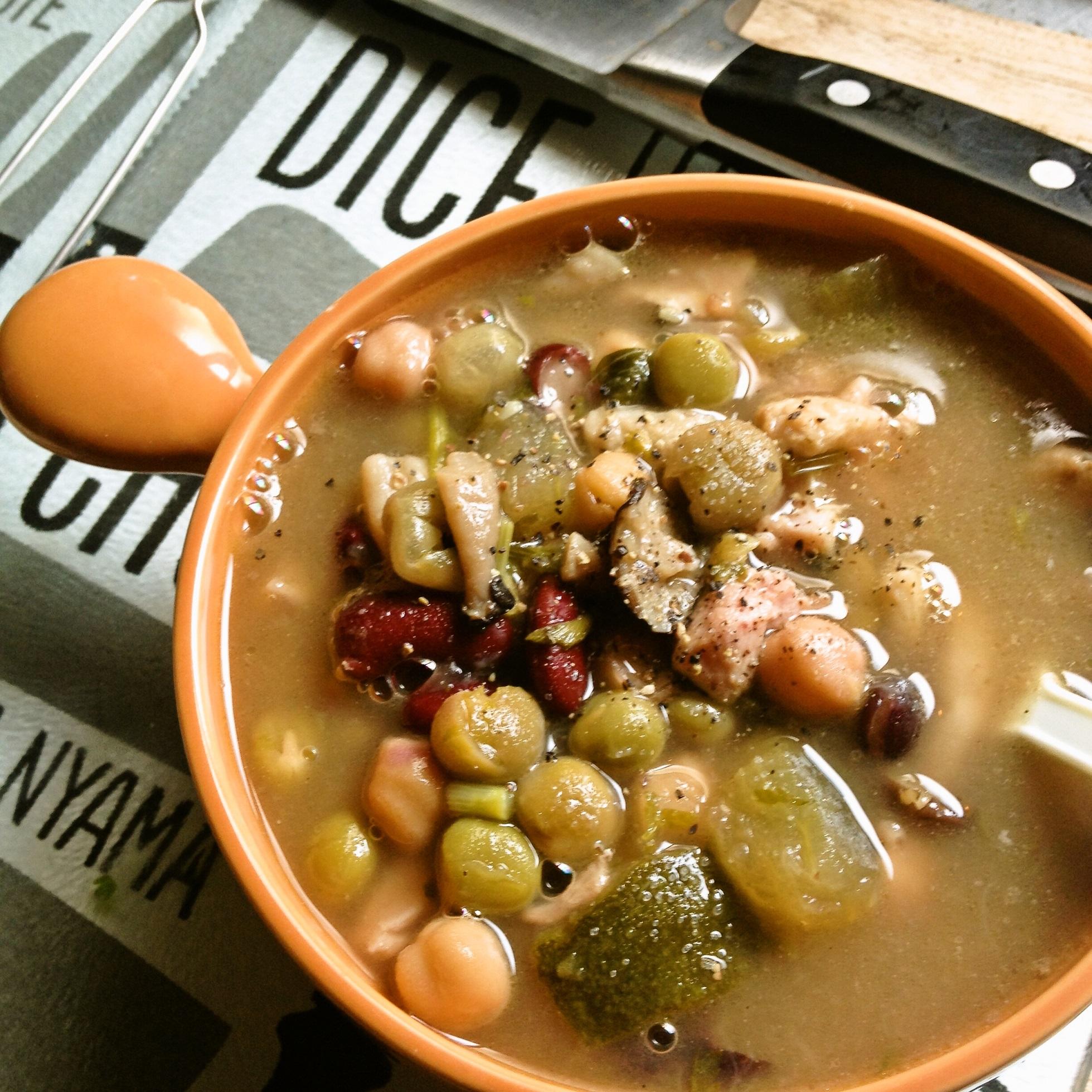 ガンボ化した鶏豆スープ