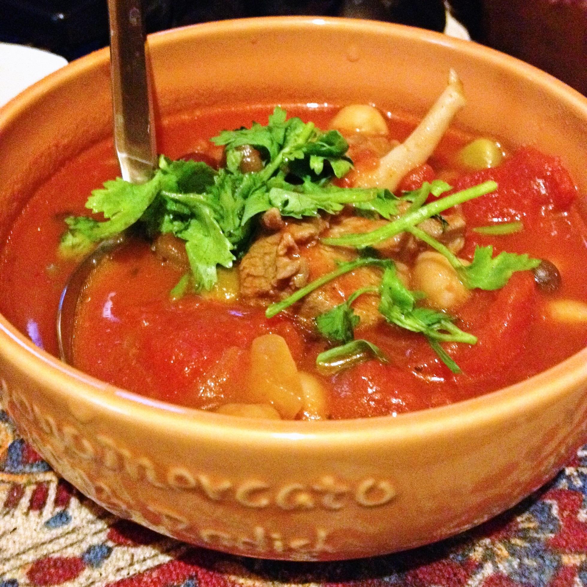 ラム肉とトマトと豆のスープ with パクチー