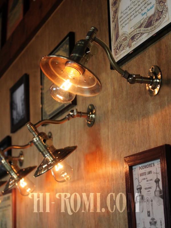 USAヴィンテージ工業系角度調整&平シェード付き真鍮ブラケットA/インダストリアル照明壁掛けランプ