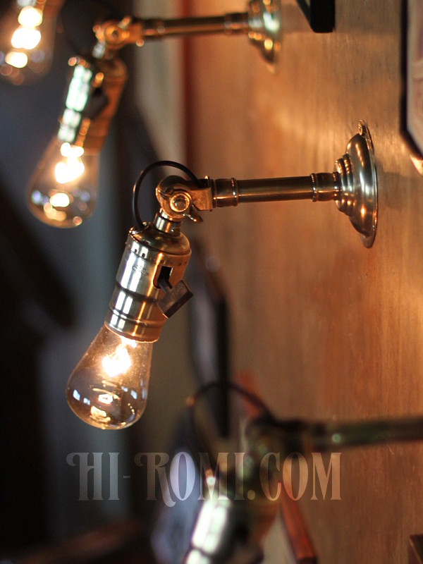 LEVITON社製パドルスイッチ式ソケット&角度調整付き真鍮製ミニ工業系ウォールランプA/アンティーク照明ブラケットライト