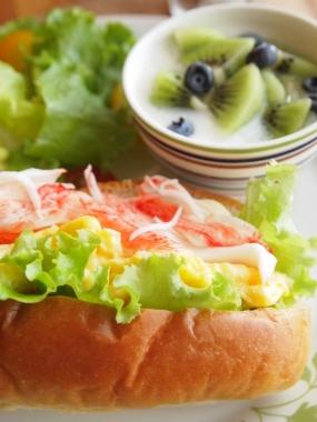 kanikama & scramble egg dog