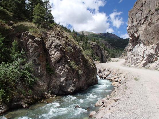 滝までのダートロード