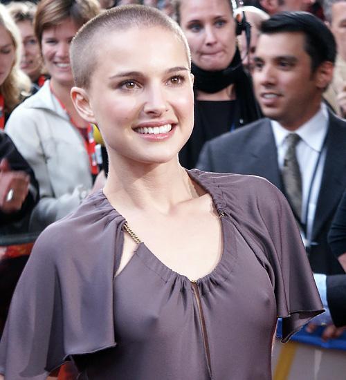 美人女優、ナタリー・ポートマンの乳首がコンニチハしとります^^