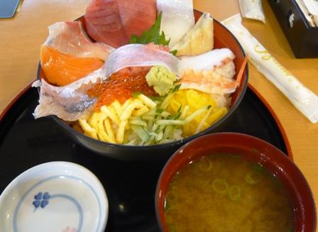 駿河湾食堂:海鮮ちらし丼1