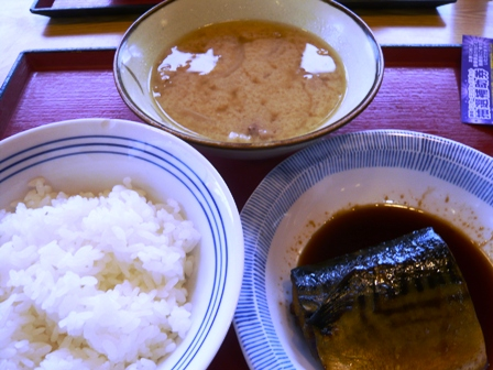 ごはんや:ご飯、サバ煮付け、豚汁