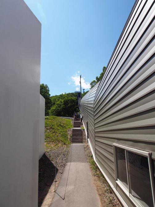 もーりすカーの線路横が登山道