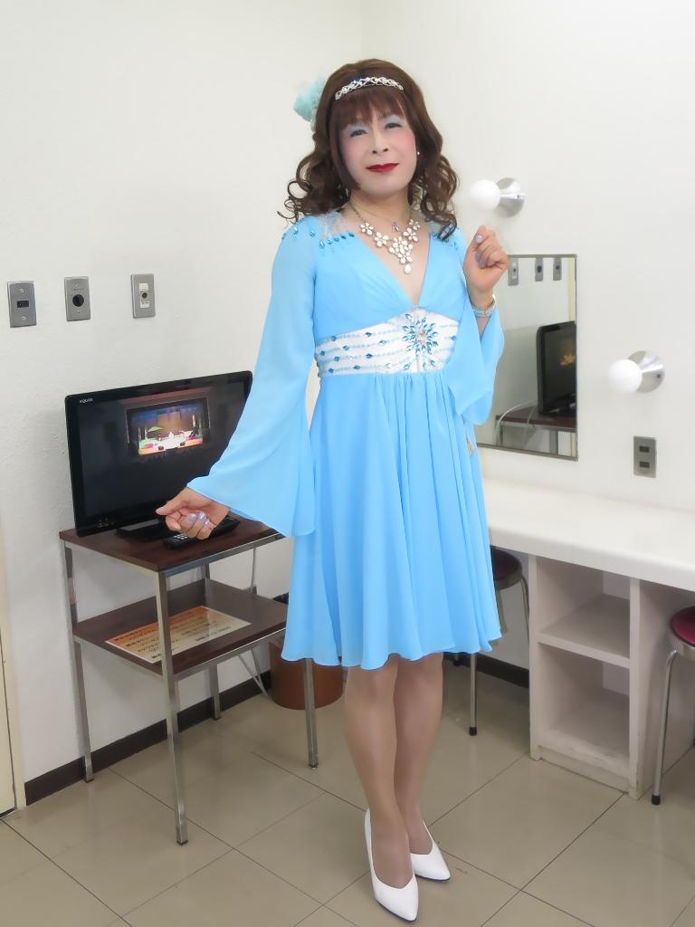 ブルーショートドレス控室(2)