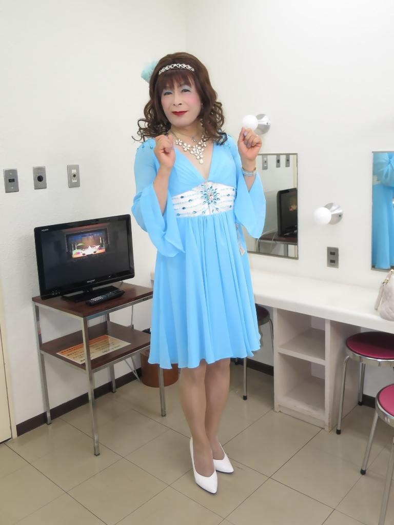 ブルーショートドレス控室(3)