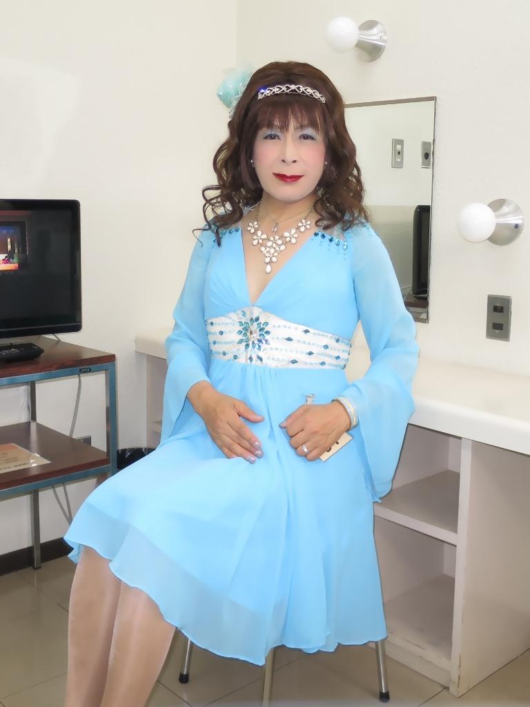 ブルーショートドレス控室(4)