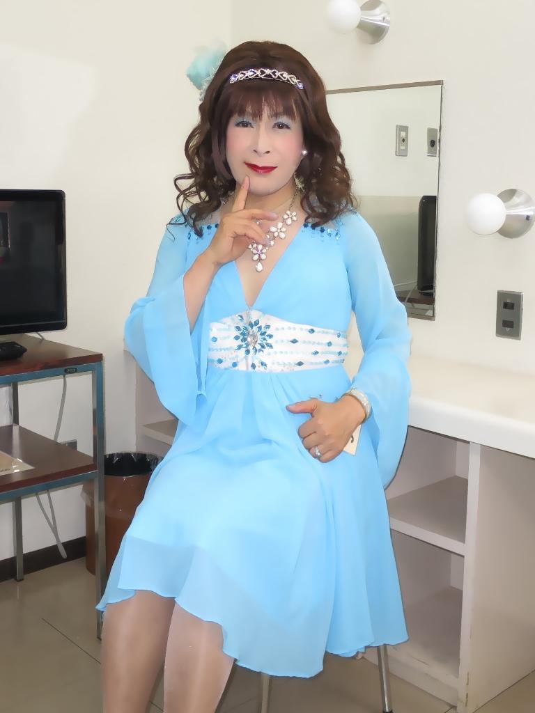 ブルーショートドレス控室(5)
