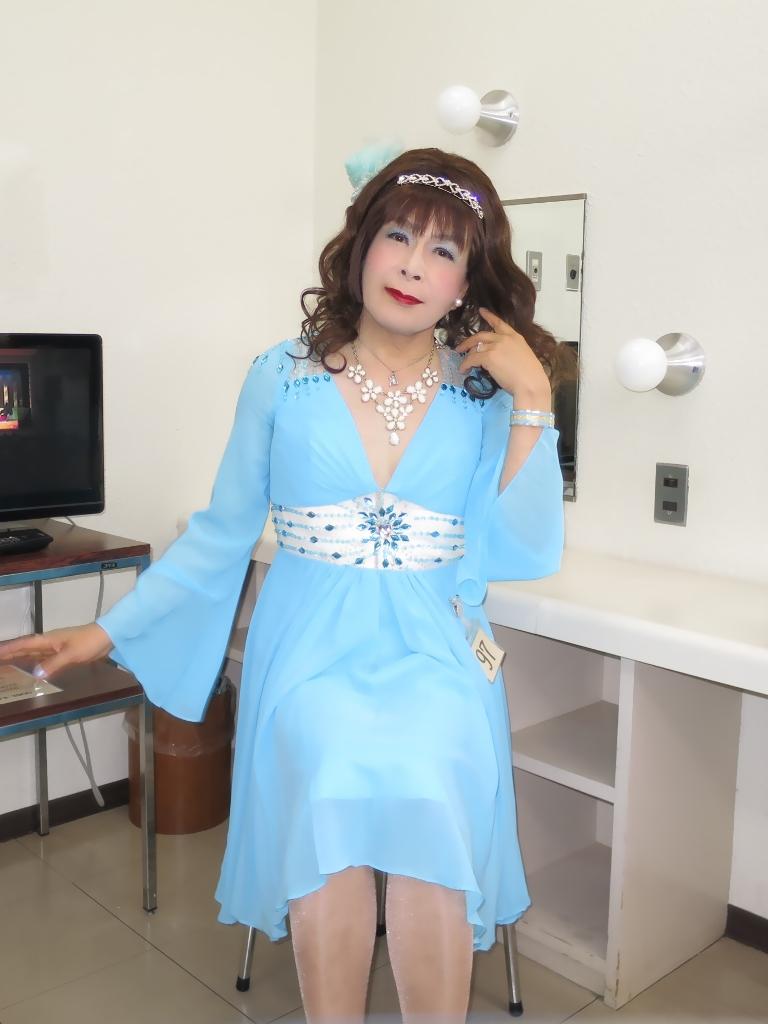 ブルーショートドレス控室(6)