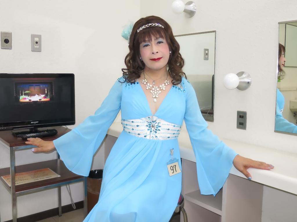 ブルーショートドレス控室(7)